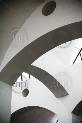 Curves and geometric shapes in abstract architecture